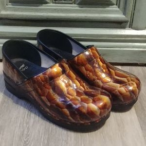 Dansko Pro Tan Tiger Eye Patent Leather Clogs 12